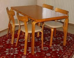 A bútor lakkozás védelmet nyújt
