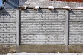 Elemekből felépülő betonkerítés